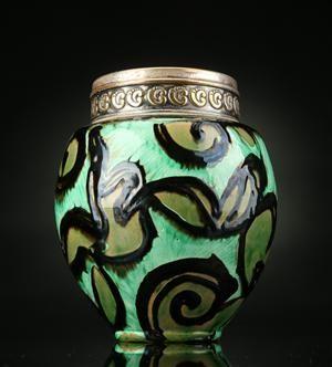 Vare: 3974964 Thorvald Bindesbøll for Kähler. Vase af lertøj med montering af pletsølv