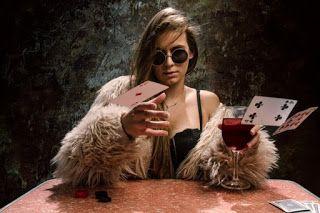 ΚΟΝΤΑ ΣΑΣ: Μία κολλητή κι ένα καλό κρασί η συνταγή της ευτυχί...