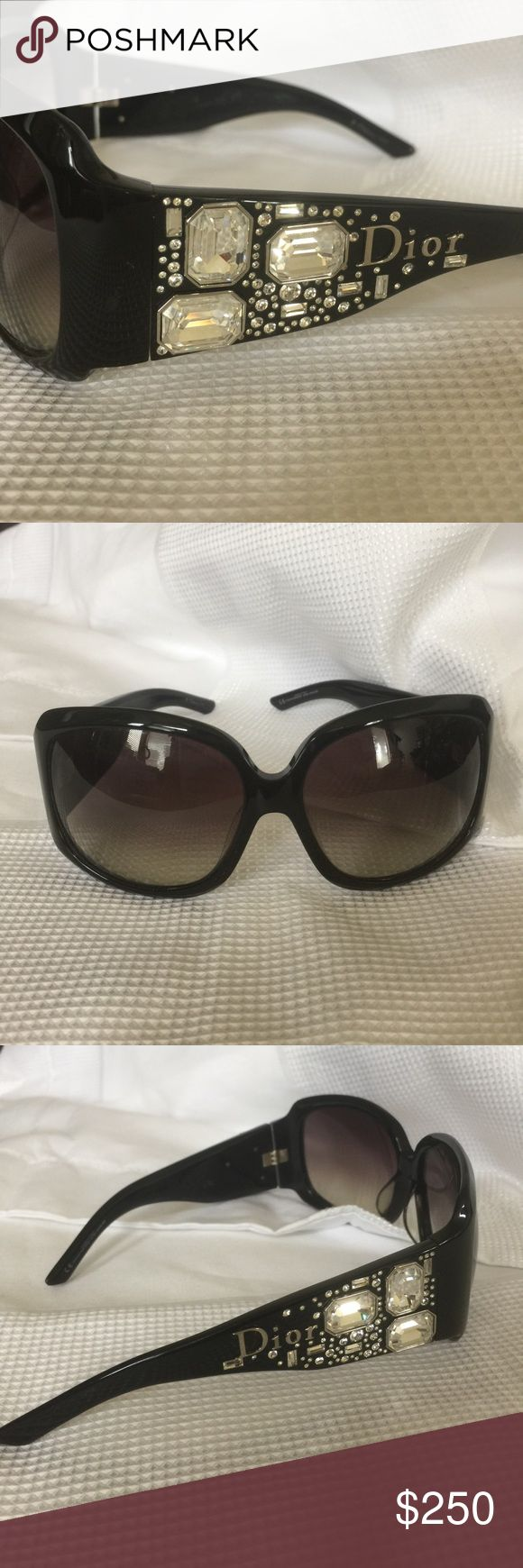 CHRISTIAN DIOR ON THE ROCKS Black sunglasses with an ombré tent and beautiful Swarovski crystal detail on both sides, with DIOR logo. Christian Dior Accessories Sunglasses