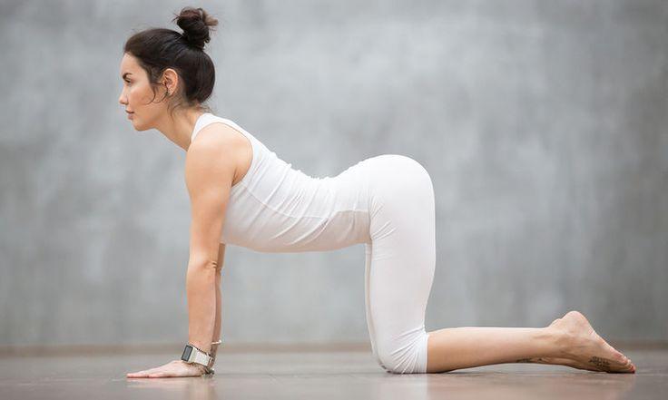 Πόνοι περιόδου: 3 ασκήσεις γιόγκα που θα σας ανακουφίσουν