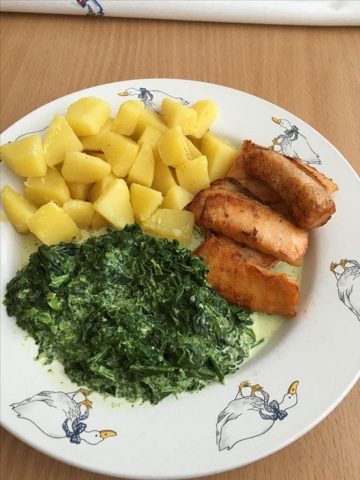Losos na masle, varené zemiaky a špenát na smotane