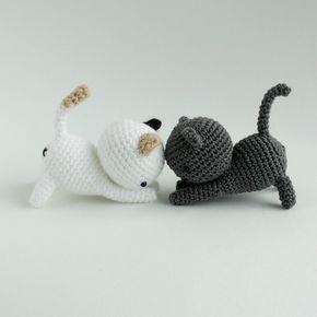Котенок амигуруми крючком - схема и описание. Играющий котенок амигуруми. Перевод описания с английского для SMYST. Вязаный крючком котенок.