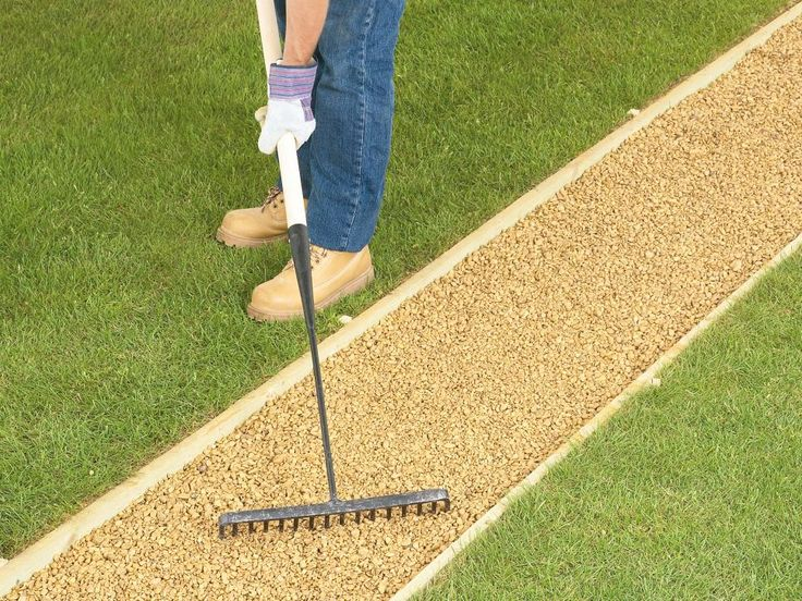 1000 ideas about gravel walkway on pinterest hedges - How to lay pebbles in garden ...