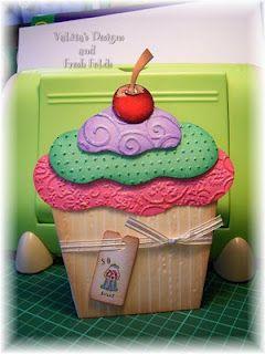 DIY Paper cupcake tutorial ... http://valitasfreshfolds.blogspot.com/2008/08/cupcakes-yummy-tutorial.html
