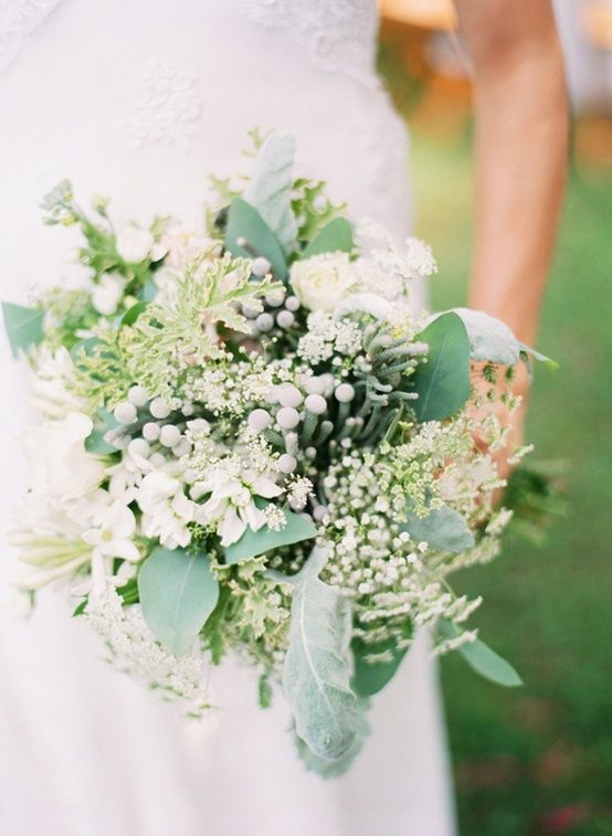 Baby's breath, lamb's ear and pretty grey berries - Spring green bouquet - LOVE // blue berries!!!