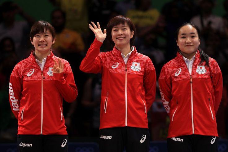 リオ五輪第11日。卓球。女子団体でシンガポールを降して銅メダルを獲得した福原愛、石川佳純、伊藤美誠=ブラジル・リオデジャネイロ