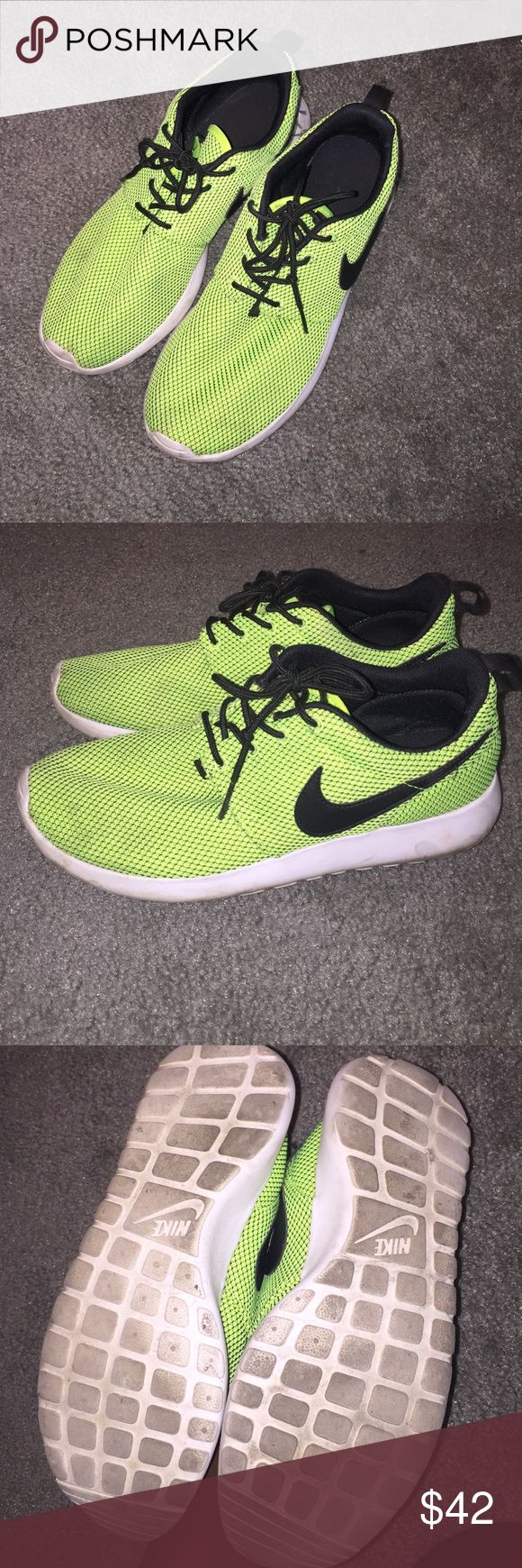 Nike roshe runs Good condition Nike Shoes Sneakers