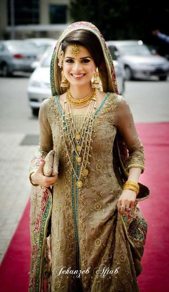 Traditional Lehenga #indianbride #indianwedding #bridaljewels