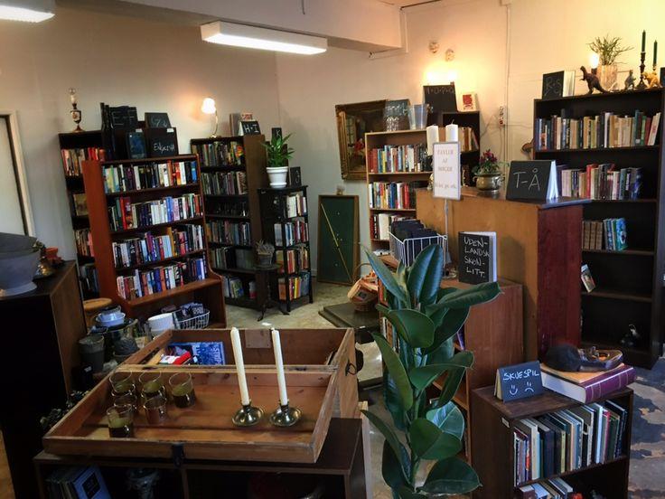 Herning er kendt for messehaller og koncerter, men byen kan bestem også gøre noget godt for en bogsamler. Bogstavsamleren har været på ekspedition.