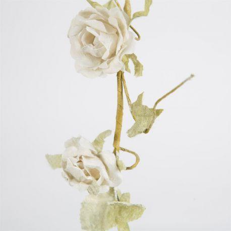 La guirlande de roses artificielles