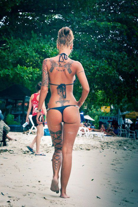 Don't like the tattoo's that much, but wow, LOOK AT THAT BODY!! I will have that body when i gain a couple of kilo's. Can't wait!