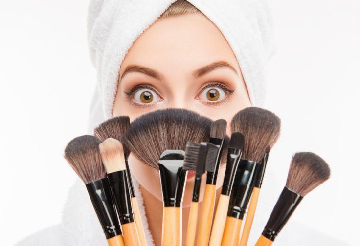 Cara Membersihkan Kuas Make up dengan Cepat dan Mudah