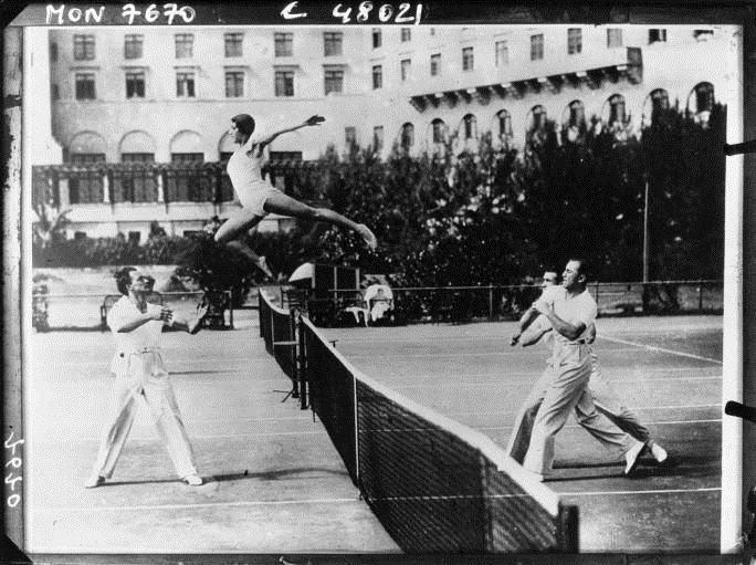 Tennis game with a woman replacing the ball by Acmé, 1933. National Library of France, Public Domain