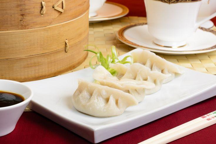 Ravioli al vapore fatti in casa: l'originale ricetta per realizzare questo celebre piatto cinese a base di maiale, gamberi e verza.