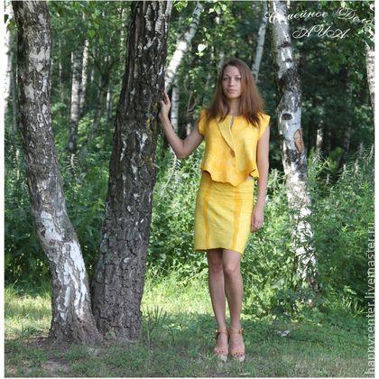 Деловой костюм Симфония Успеха. Войлок. - жёлтый,деловой костюм,деловой стиль