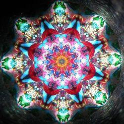 万華鏡展 2015 -無限に変幻する光の夢想空間- | 展覧会情報 | ギャラリー | Bunkamura