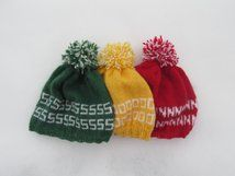 Strikket lue, Single Or Not. Knittet hat. Use green if you are single, red if you are not, and yellow if it's complicated.