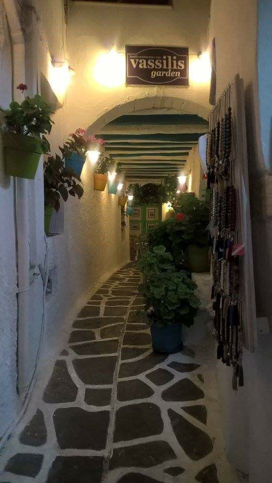 #naksos #chora #alley #flowers #beautiful
