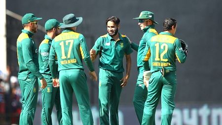 INDIA VS SOUTH AFRICA, 2ND ODI: Dhoni scored his half-century in the 43rd over.  India opt to bating First and scored 194-7. See Live Score here.  http://kridangan.com/icc-cricket-live-score/