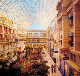West Edmonton Mall, The largest mall in North America is in Edmonton, Alberta, Canada