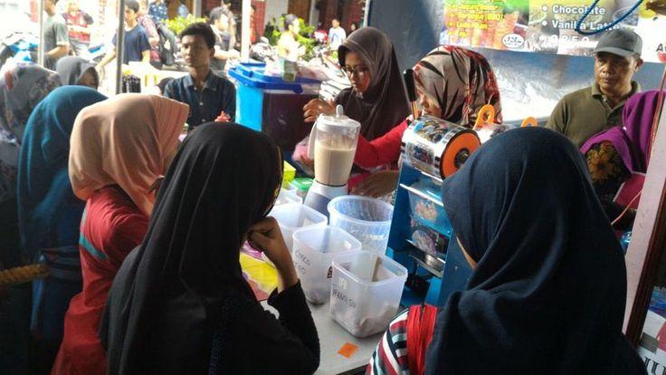 Warga Kediri meraup keuntungan 200 persen saat Saat Asrama Syarah Asma' Allah Al-Husna.