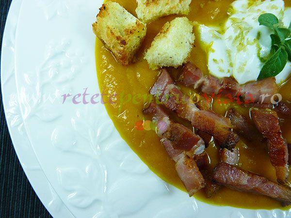Reteta de supa de dovleac cu crutoane si bacon, cu o aroma deosebita si un gust exotic date de gingerul proaspat, nucsoara, cimbru, oregano.