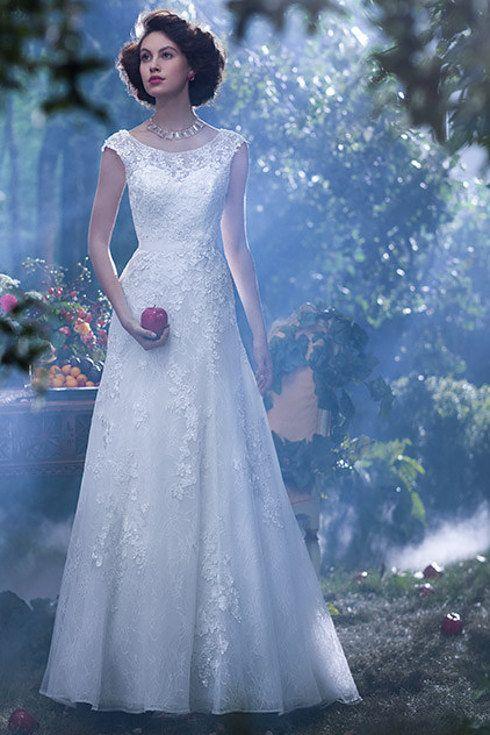Snow White | 8 Charming Disney Wedding Dresses For Grown-Ups #wedding_dresses #wedding #myweddingnow.com #Top_Wedding_Dresses #Cute_Wedding-Dress