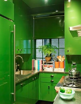 greeeeenSmall Kitchens, Green Kitchens, Kelly Green, Colors Kitchens, House, Rollers Shades, Small Spaces, Kitchens Cabinets, Design