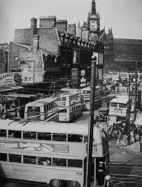 Buses and trolleybuses, Kings Cross, c 1930