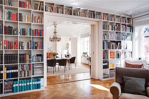Lining a wall in built-in bookshelves is one of my oldest dreams.