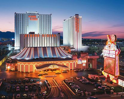 & this is where my mom & I stayed a few years ago when we went to Vegas