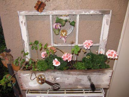 Olde window flower box - JUNKMARKET Style
