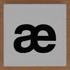 Duplo letter  (Leo Reynolds) Tags: canon eos iso100 letter 60mm f80 oneletter letterset  lowercase diacritic 40d hpexif 0077sec 066ev grouponeletter  xsquarex xleol30x