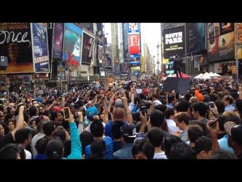 ▶ RAPPER CHIP CHOCOLATE MAKES CROWD OF THOUSANDS GO WILD IN TIMES SQUARE AFTER HIS VISIT ON 47TH ST. - YouTube