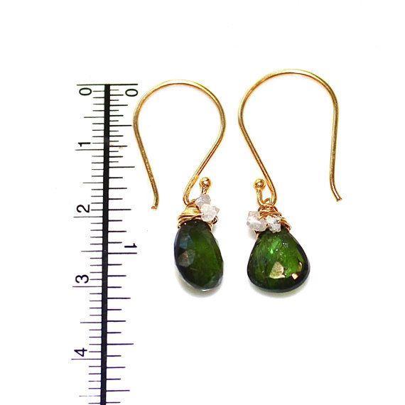 Groene Toermalijn oorbellen ruwe diamant oorbellen door FizzCandy