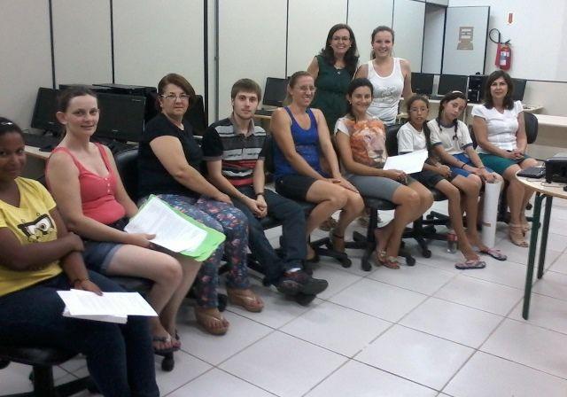 A Gerência de Educação (Gered) da Secretaria de Desenvolvimento Regional de Timbó realizou o encerramento das atividades do Programa Estadual de Novas Oportunidades de Aprendizagem (Penoa), na terça-feira (9), com os professores que atuam na rede pública estadual de Ensino que integra a Gered Timbó.
