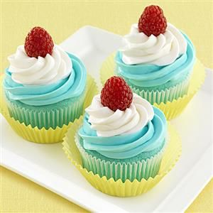Blue Raspberry Swirled Cupcakes from Crisco are a fun way to celebrate Spring! Layers of blue raspberry and vanilla frosting make this dessert an kid-approved favorite!