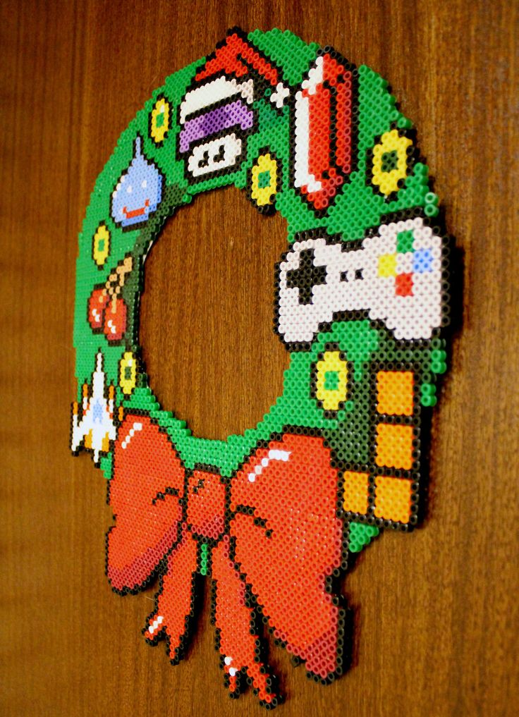 8bit Christmas Wreath - Hama Beads by ~lwordish on deviantART