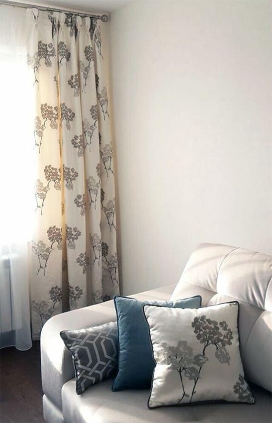 Немного цветов среди зимы от @daotextile_shtory: #шторы и #декоративные_подушки из атласа с вышивкой ORIENT EXPRESS #Galleria_Arben #fabric