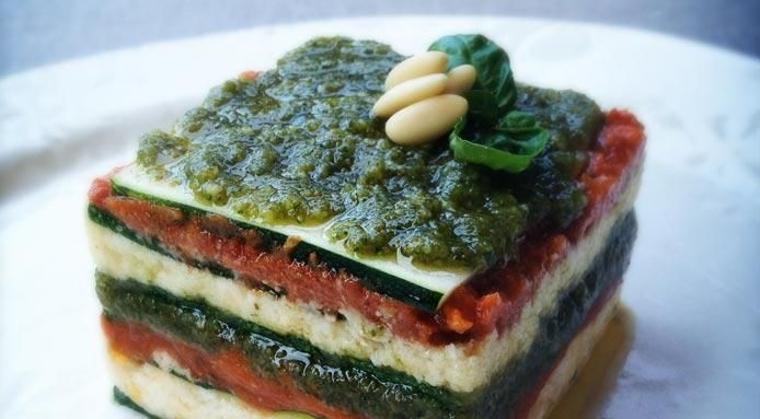 RAW VEGAN ZUCCHINI LASAGNA - since I've been craving lasagna and that is too much cheese right now.