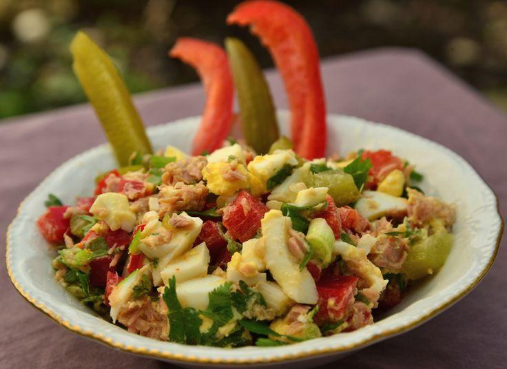 """Сегодня я поняла, что начался для меня новый этап в акклиматизации в Израиле. После гриппа, после нудной недели без аппетита вдруг я поняла, что хочу салат из тунца. Салат """"туна"""" - это супер народ..."""