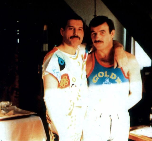 vintage everyday: 18 Candid Photographs of Freddie Mercury With His Boyfriend Jim Hutton in the Late 1980s