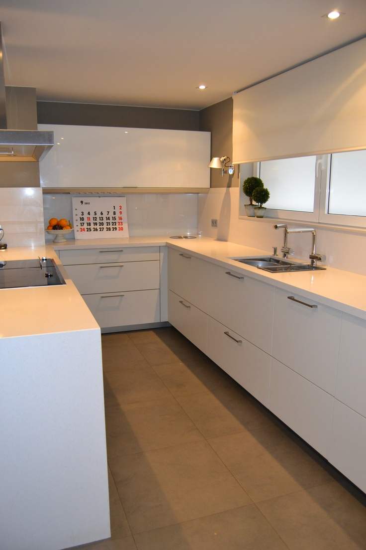 Cocina santos ariane2 blanco seff con sobre de silestone - Mesas de cocina de silestone ...