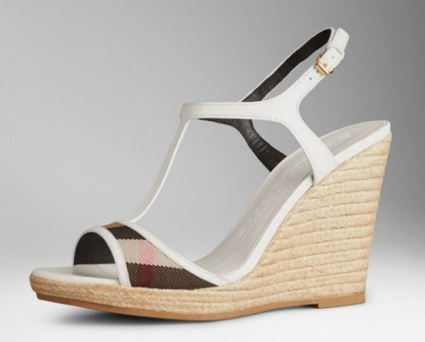 Espadrillas bianche con inserto check house Burberry  #sandali #sandals #heels #tacchi #womanshoes #fashion #mood #trend #shoes2014 #scarpedonna #shoes #scarpe #calzature #moda #woman #fashion #springsummer #primaveraestate #moda2014 #springsummer2014 #primaveraestate2014 #zeppe #zeppa #burberry
