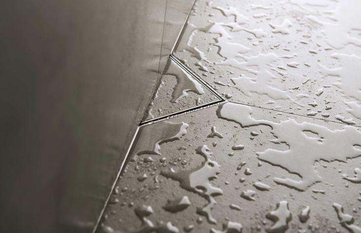 Een nagenoeg onzichtbare en stijlvolle luxe douchegoot van Easy Drain. Uitgevoerd met de perfecte wandaansluiting tussen vloer en muur.