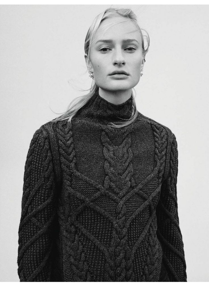 Uncover the warm knitwear of the Krizia Fall Winter 2016-17 Collection on the October issue of @IOdonnaMagazine