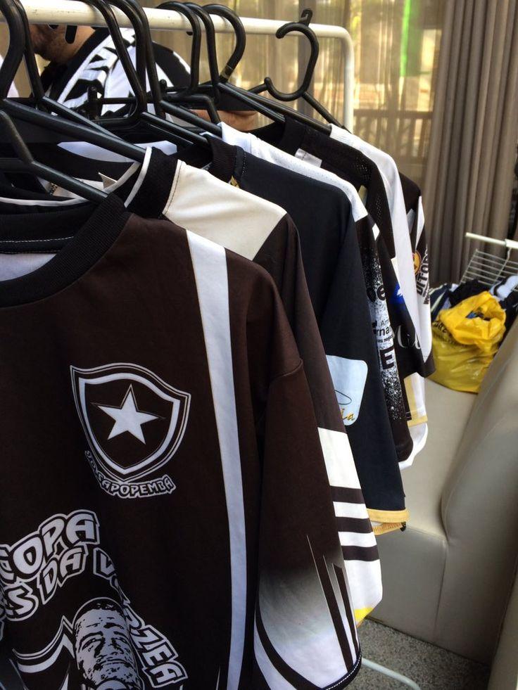 Botafogo F.R. Legal! Exposição de camisas de times de várzea de São Paulo. Todas em homenagem ao Botafogo! #FeijãoNoFogão
