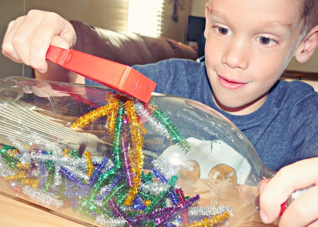 kids magnet art project, DIY kids crafts, pipe cleaners