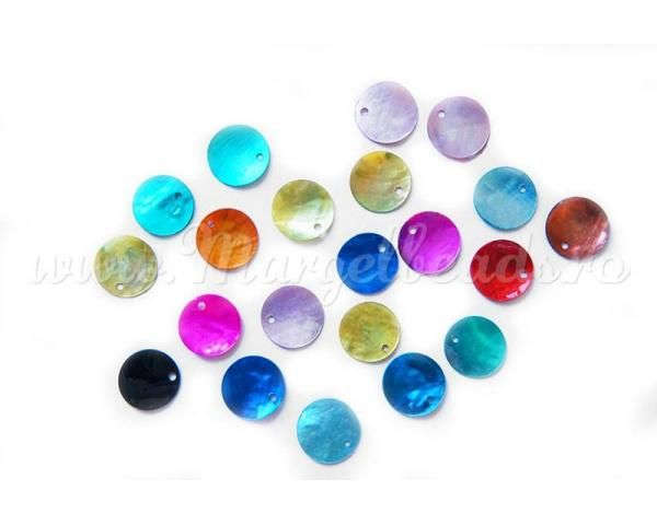 Shell pendants15mm - www.margelbeads.com