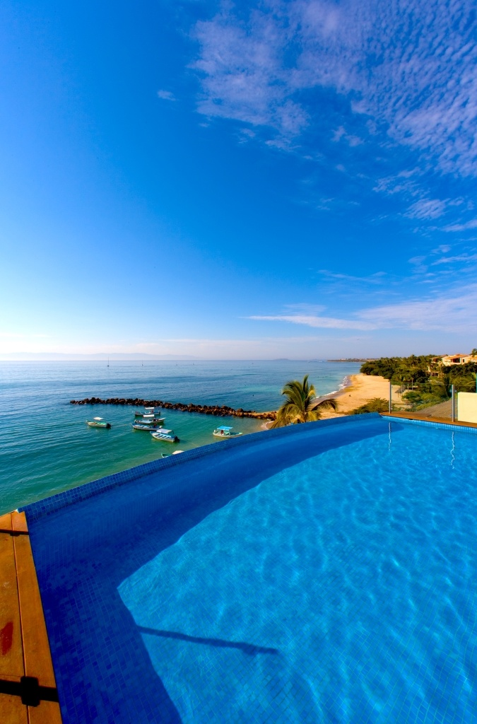 Pool view overlooking the ocean at Hotel CINCO | Mexican ...